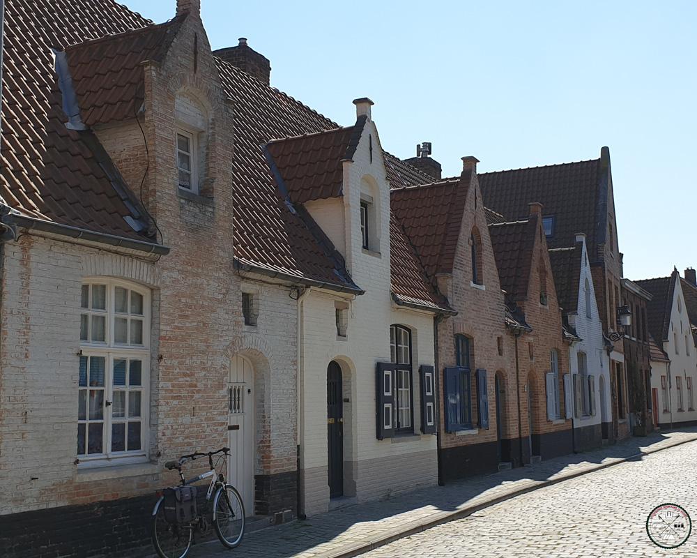 Rue pavée et vélo à Bruges