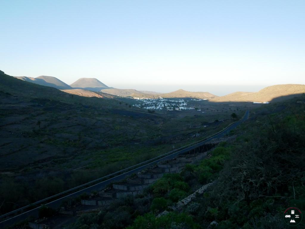 la vue depuis une colline à Lanzarote