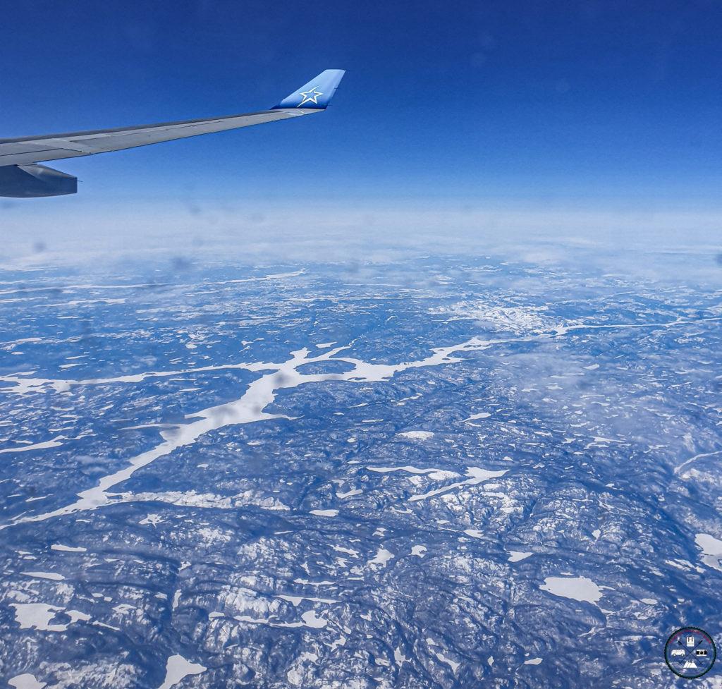 Avion Air Transat vol au dessus de territoires enneigés au Canada