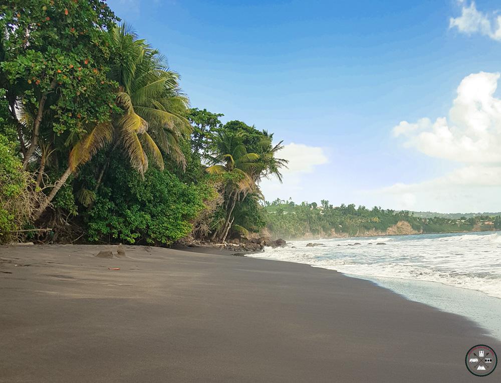 Plage de Grande Anse et son sable noir