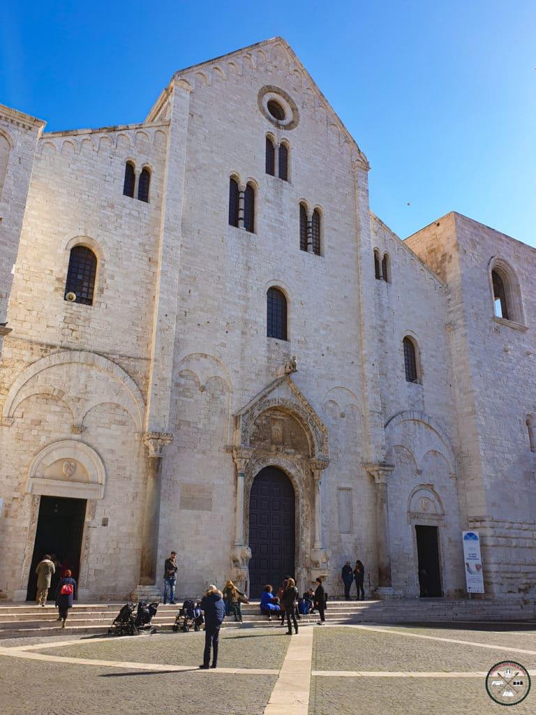 Façade de la basilique Saint Nicolas de Bari