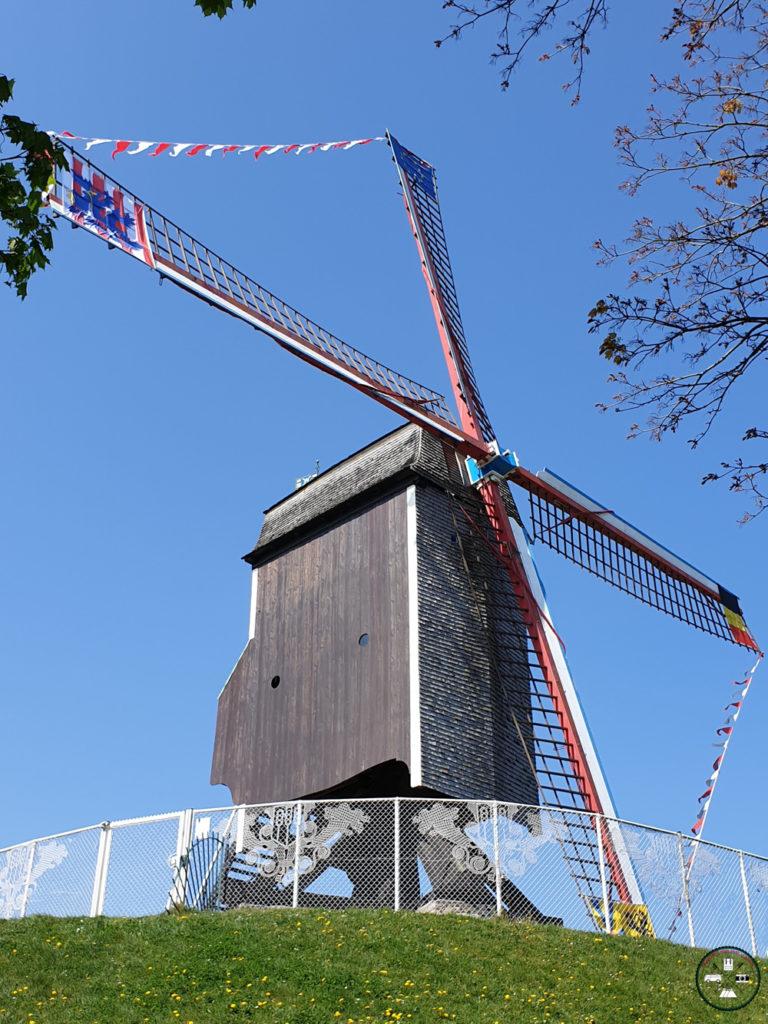 Un moulin le long des canaux à Bruges