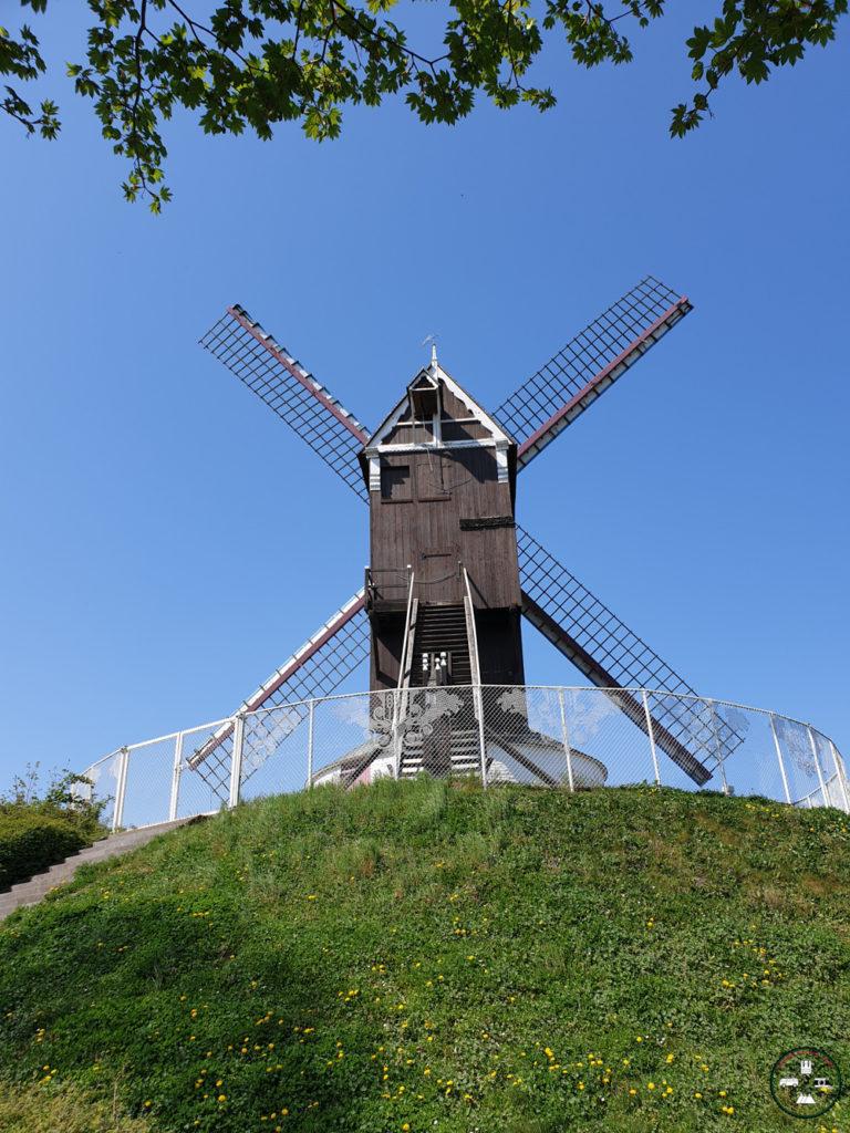 Un moulin en bord de canal à Bruges