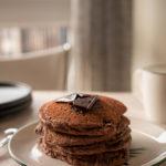 pancakes cacao, pancakes chocolat coco, pancakes coco, recette pancakes cacao, recette pancakes coco, recette pancakes sans gluten, pancakes sans gluten, pancakes farine de coco