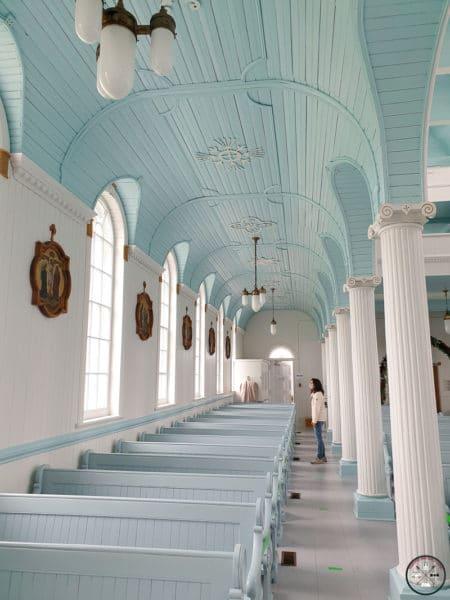 intérieur de l'église de rivière au tonnerre