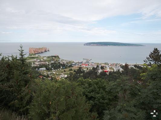 vue sur percé, parc national du rocher percé et ile bonaventure